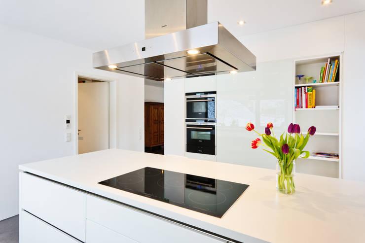 Kitchen by Helwig Haus und Raum Planungs GmbH