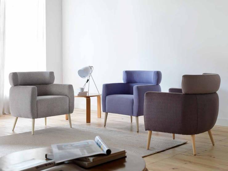 LUXOR BY GALLEGA DESIGN: Salones de estilo  de Gallega Design