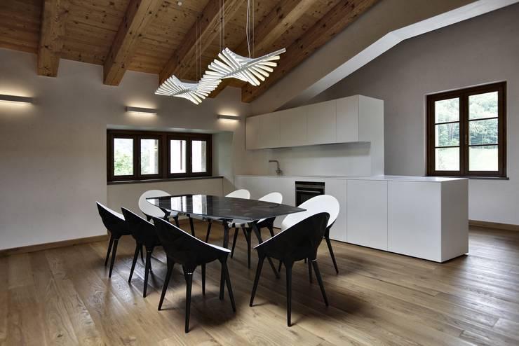 CASTELLO CECONI - INTERNI: Cucina in stile in stile Moderno di Elia Falaschi Photographer