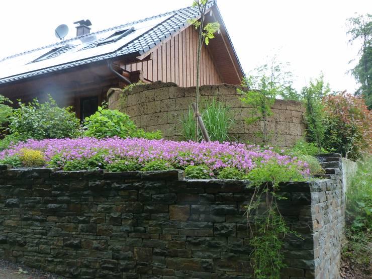 Vorgarten:   von Gärten für Auge und Seele