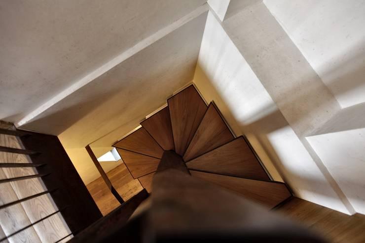 Projekty,  Korytarz, przedpokój zaprojektowane przez Elia Falaschi Photographer