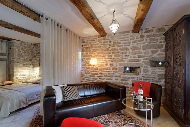 Manoir du Cleuyou:  Wohnzimmer von architektur-photos.de,Klassisch