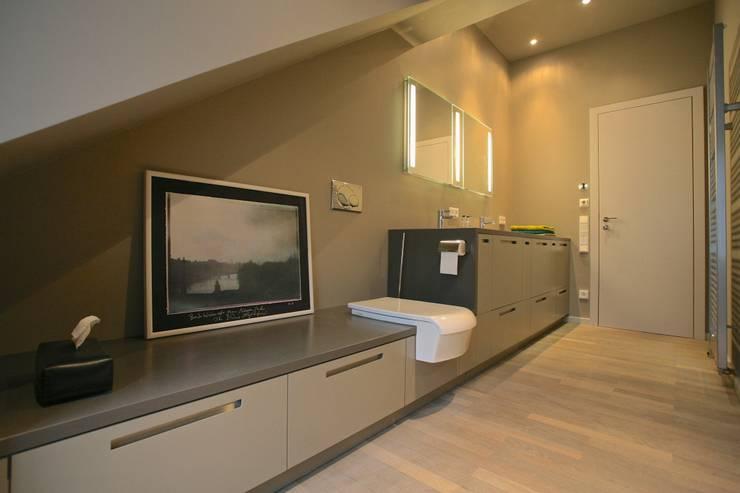 Baños de estilo moderno de tredup Design.Interiors