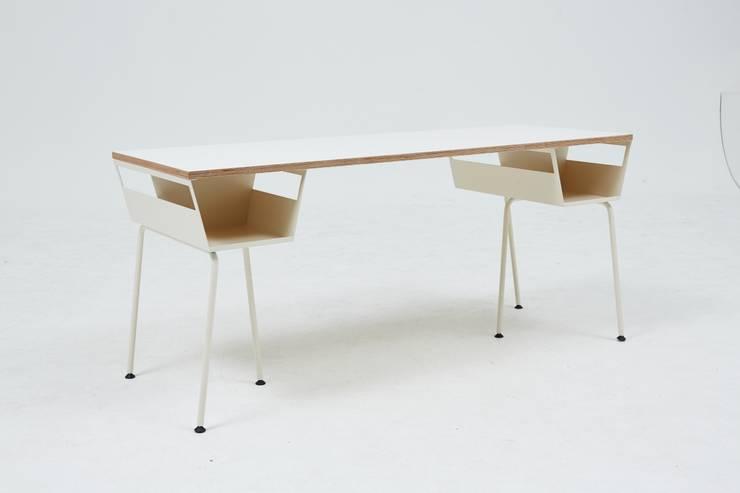 Polygon work table(폴리곤워크테이블): 잭슨카멜레온의  거실