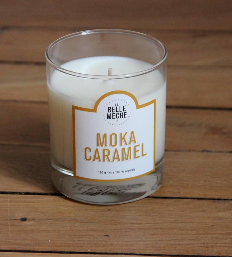 Bougie parfumée Moka Caramel: Maison de style  par LA BELLE MÈCHE