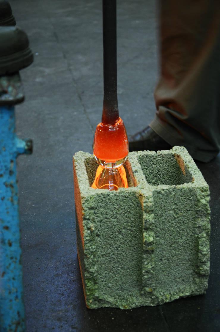 Concrete Blown Glass: Maison de style  par BENJAMIN FOURNIER