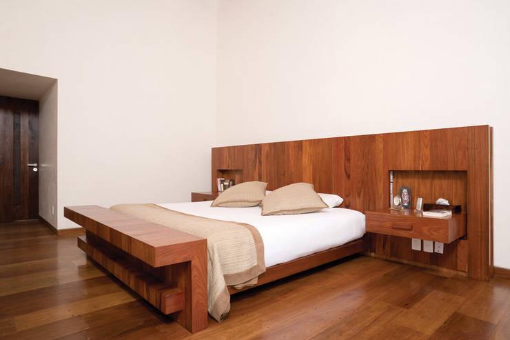 Casa HBT3: Casas de estilo  por Lopez Duplan Arquitectos