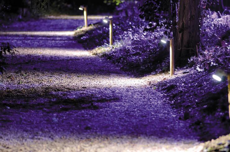 allée chemin ambiance hivernale:  de style  par Artlight Design