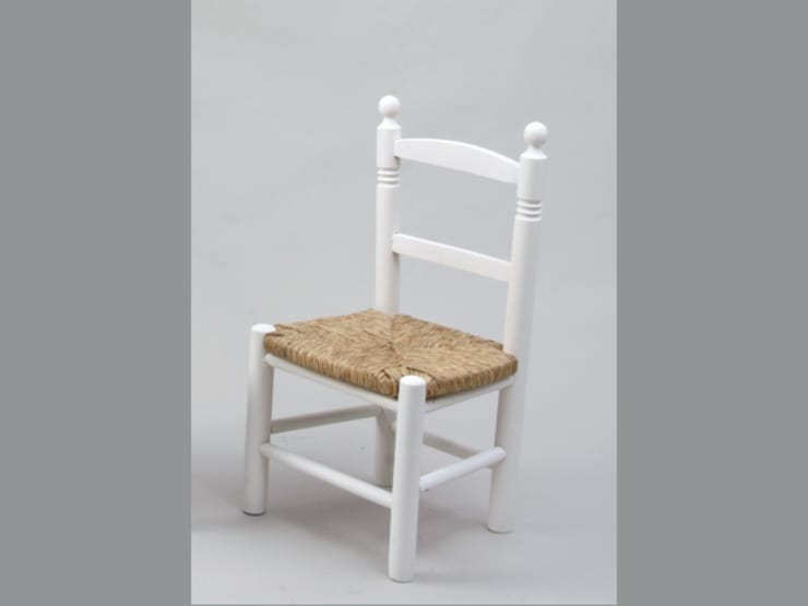 Silla infantil blanca asiento enea: Comedor de estilo  de MABA ONLINE