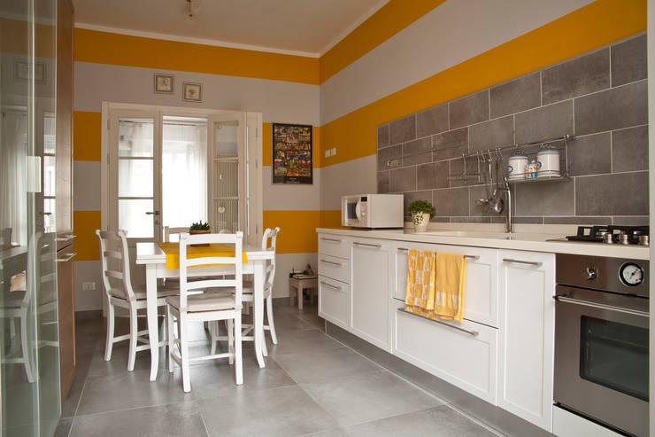 _Mondrian Home_: Cucina in stile  di Alessandro Multari Ingegnere - I AM puro ingegno italiano