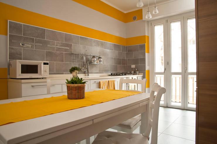 _Mondrian Home_: Sala da pranzo in stile in stile Eclettico di Alessandro Multari Ingegnere - I AM puro ingegno italiano
