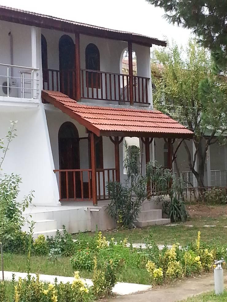 EDMİMARLIK INTERIOR STUDIO – AYVALIK ALTINOVA VİLLA:  tarz Evler, Modern
