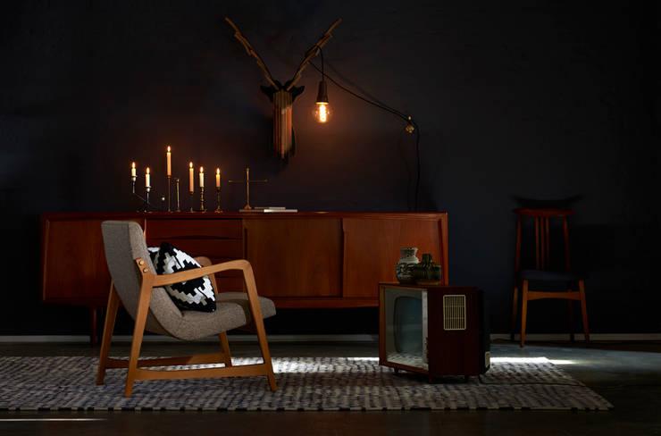 Einmaliger Sessel 60er Jahre: moderne Wohnzimmer von POLITURA Polsterei & Design