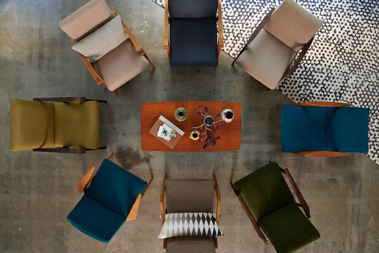 Sessel 50er / 60er Jahre: moderne Wohnzimmer von POLITURA Polsterei & Design