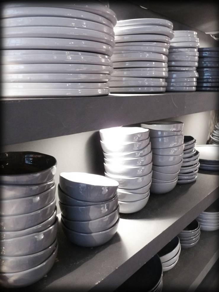 vaisselle KELIBIA: Cuisine de style  par zina la boutique