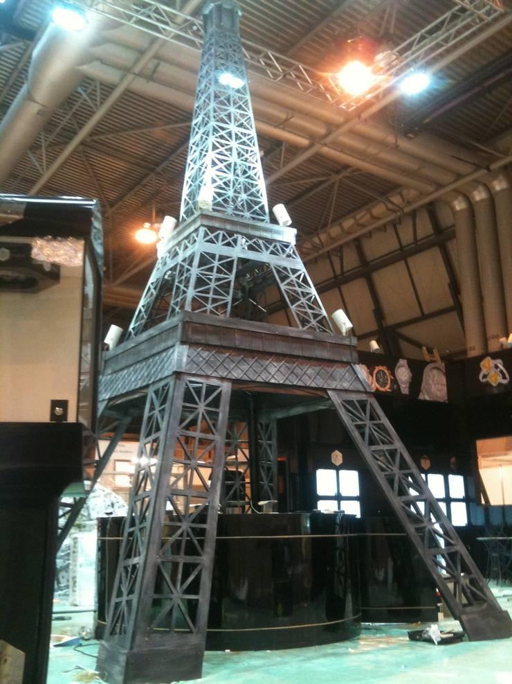 Eiffel Tower:  Exhibition centres by DesignRealisation