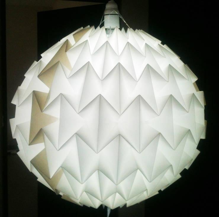Gody lamp : Maison de style  par TEQZO