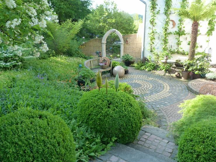 Unser Vorgarten:  Garten von Gärten für Auge und Seele