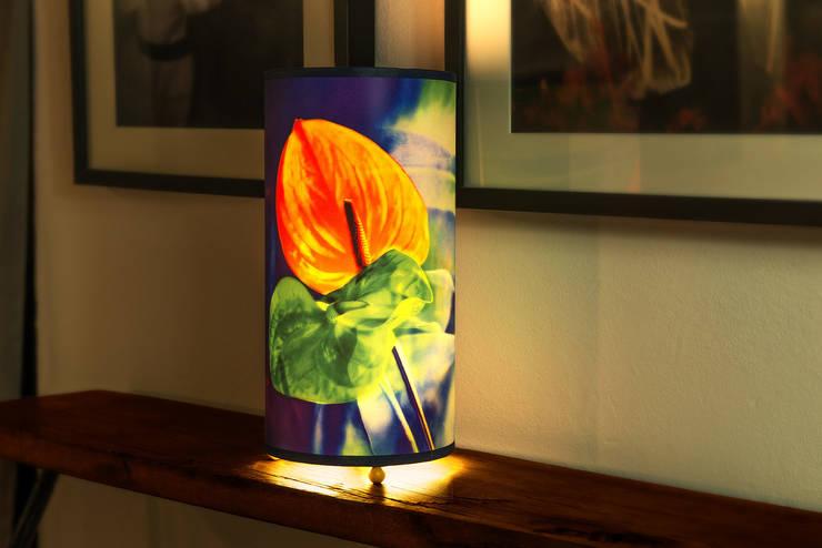 Lampe de chevet Edra: Maison de style  par Velvet Prairie