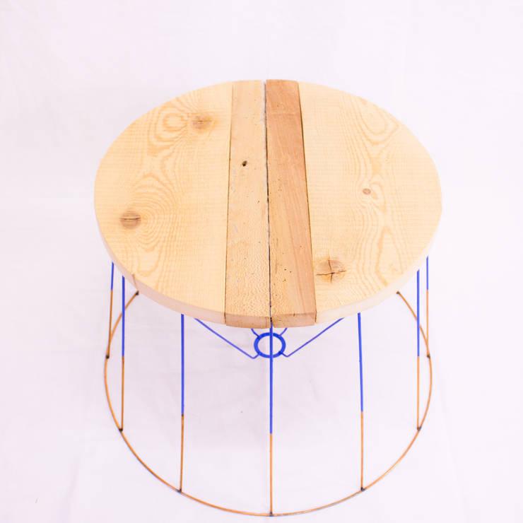 Table abat-jour: Maison de style  par Vianney Lagoutte