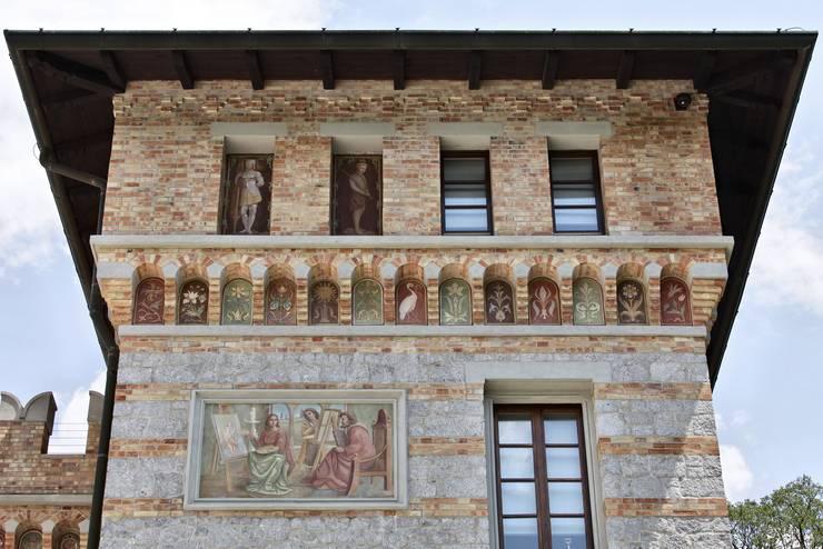 CASTELLO CECONI - ESTERNI: Case in stile in stile Classico di Elia Falaschi Photographer