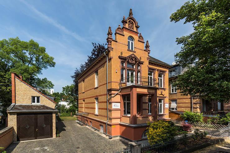 Ansicht Villa Viktoria mit Kutscherhaus Klassische Häuser von Wohnwert Innenarchitektur Klassisch
