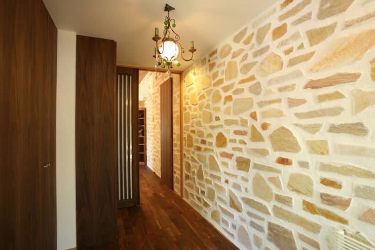 玄関: 一級建築士事務所 アトリエ カムイが手掛けた廊下 & 玄関です。