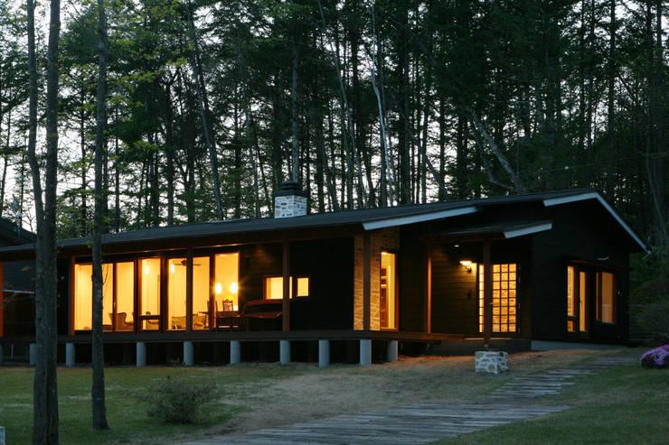 夕方の風景: 一級建築士事務所 アトリエ カムイが手掛けた家です。