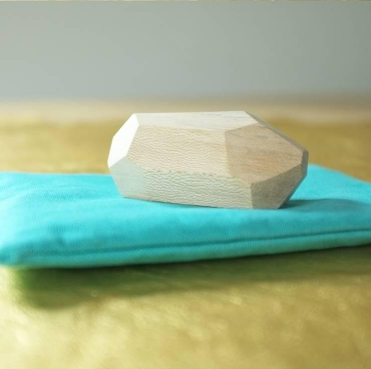 Presse -papier en bois : Salon de style  par les yeux bleus