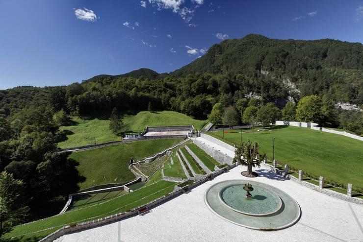 CASTELLO CECONI - ESTERNI: Giardino in stile in stile Classico di Elia Falaschi Photographer
