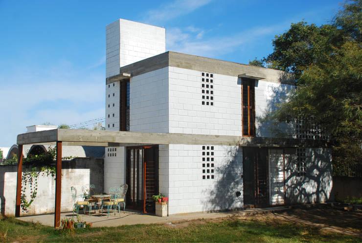 Casas de estilo industrial por MULA.Arquitectos