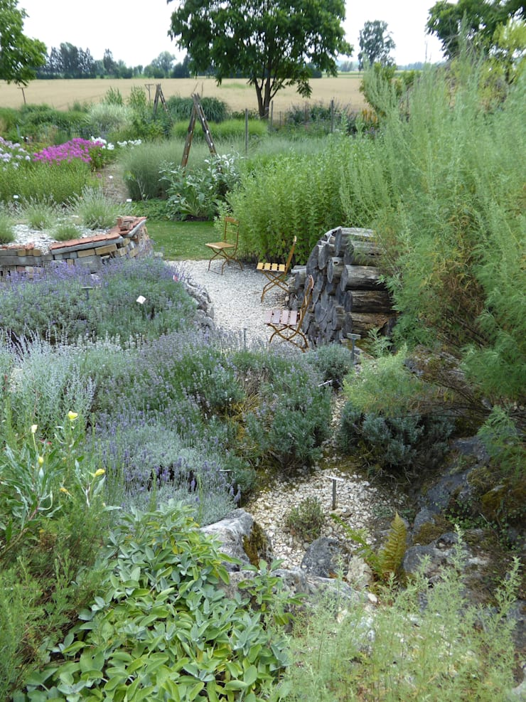 Mediterraner Dufthügel:  Garten von Staudengärtnerei Gaissmayer