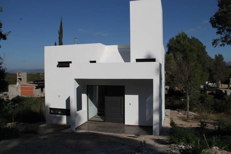 Casa MH+MM: Casas de estilo  por MULA.Arquitectos,Moderno