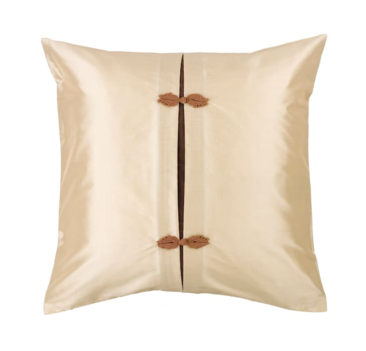 Asiatique Handmade Ivory Silk Cushion:  Living room by Le Cocon