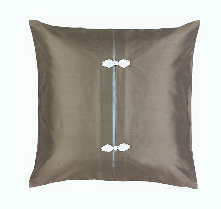 Asiatique Handmade Charcoal Silk Cushion:  Living room by Le Cocon