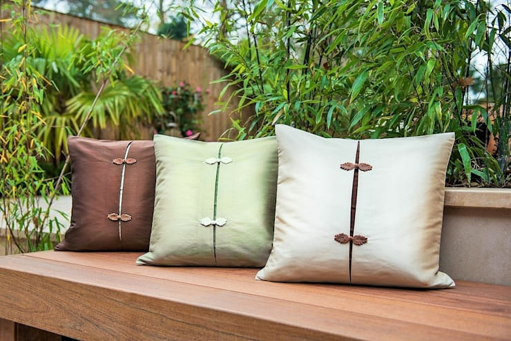 Asiatique Handmade Silk Cushions:  Living room by Le Cocon