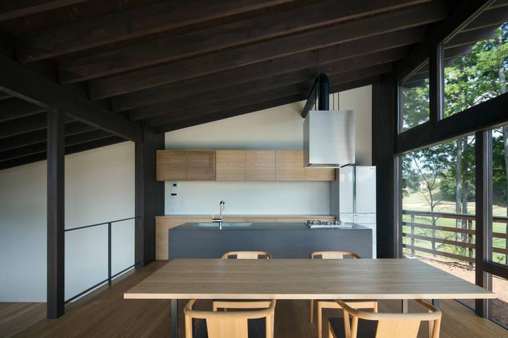 House in Sayo: 設計組織DNAが手掛けたダイニングです。