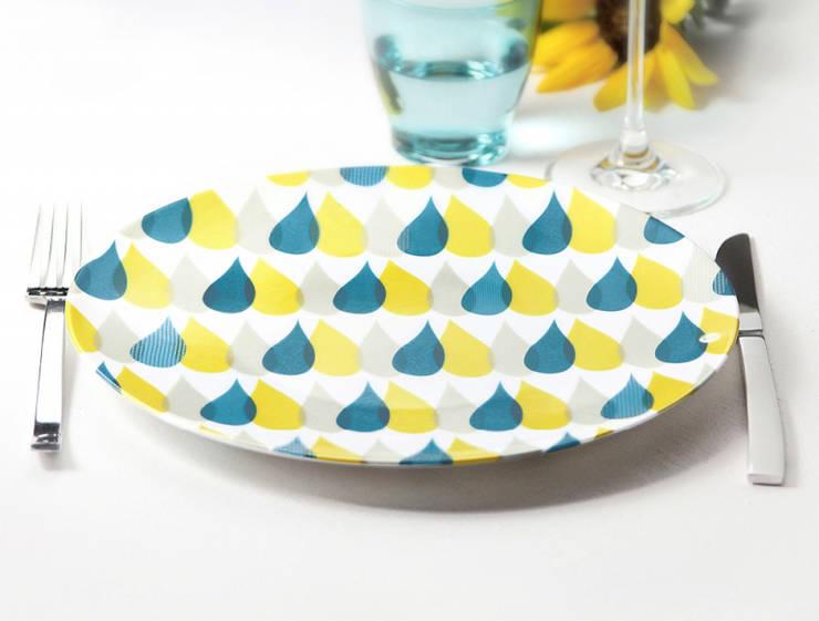 Assiette graphique <q>3 Gouttes de pluie</q>: Salle à manger de style  par Petits Grains