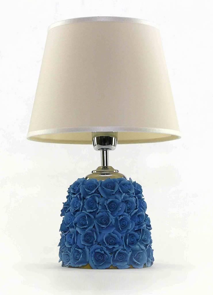 LAMPADA PROFUMABILE ROSE CLASS: Casa in stile  di Crosolution