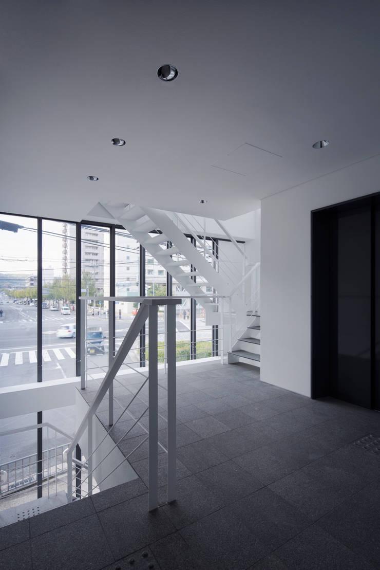 Y's bld: 設計組織DNAが手掛けた廊下 & 玄関です。