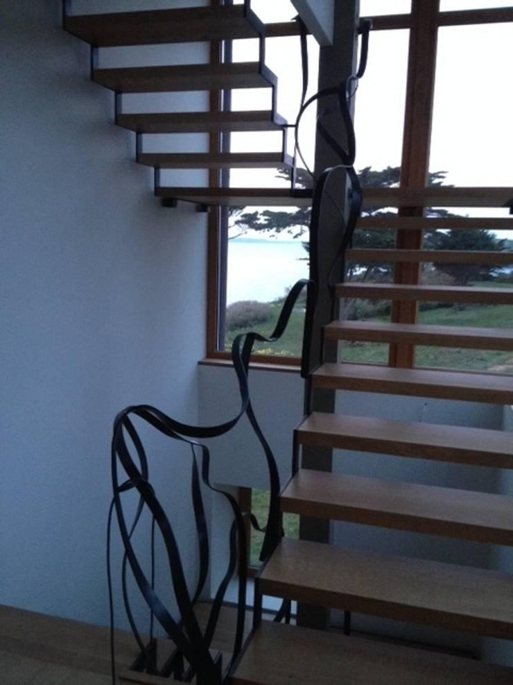 Escalier avec vitre et bois:  de style  par Pauline Baste Morand
