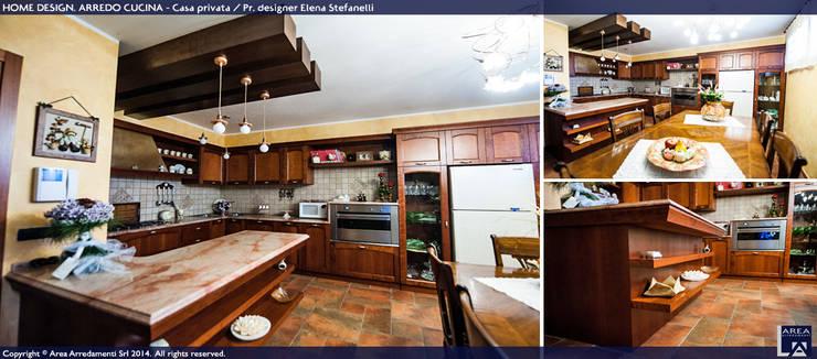 ARREDO CUCINE: Cucina in stile  di Area Arredamenti
