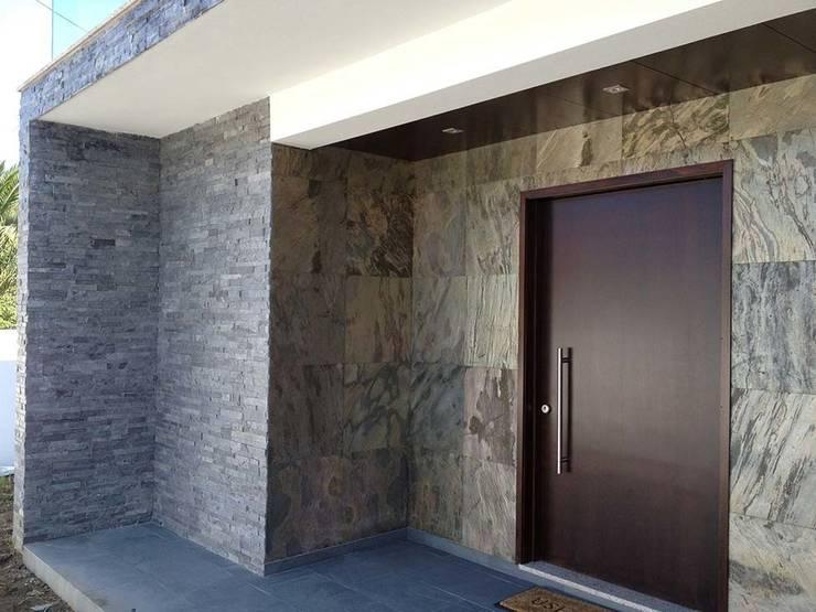 Designflex: Maisons de style  par Naturamat
