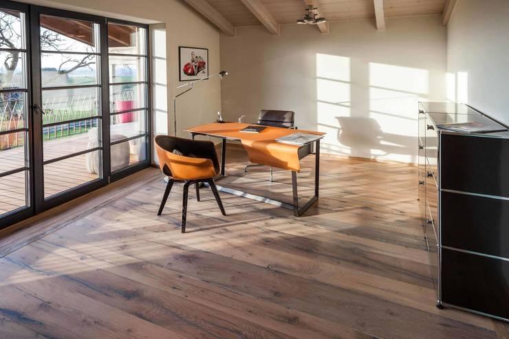 alte Eiche als Dielen:  Arbeitszimmer von old oak,Landhaus