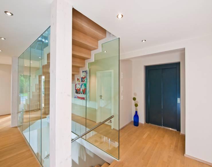Couloir, entrée, escaliers de style  par Bau-Fritz GmbH & Co. KG