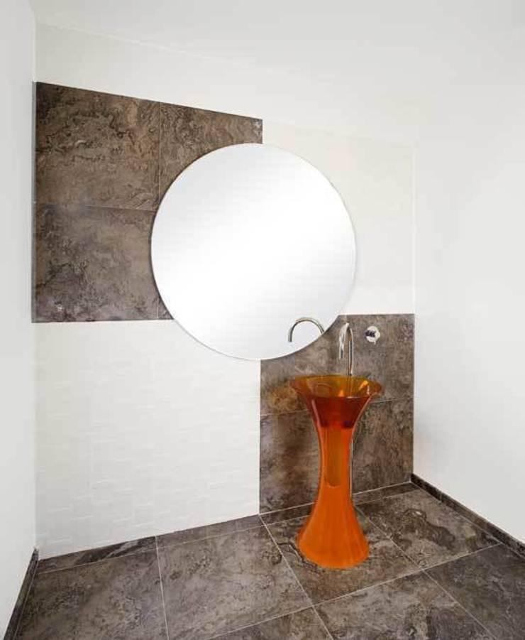 Différents types de carrelage: Murs & Sols de style  par Design Pierres Naturelles