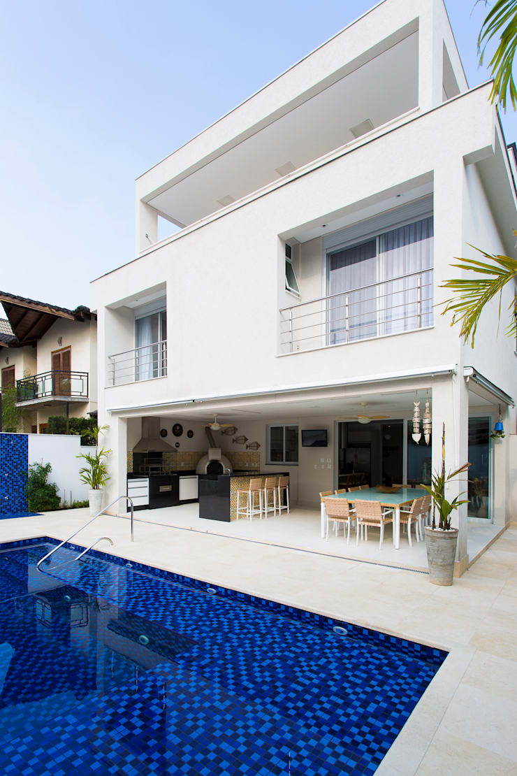 Condomínio Hanga Roa I: Piscinas modernas por Arquitetura Pini
