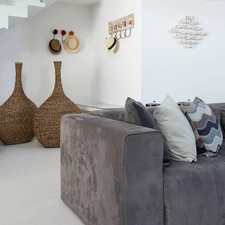 Salas de estilo  por Arquitetura Pini