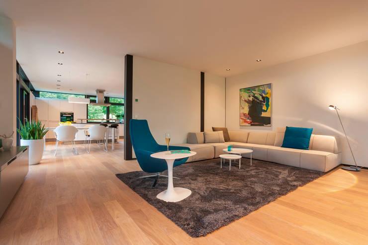 ห้องนั่งเล่น by HUF HAUS GmbH u. Co. KG