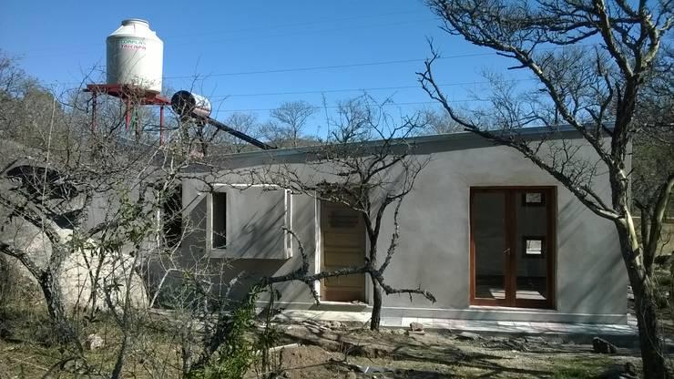 Casa Piedra :  de estilo  por MULA.Arquitectos